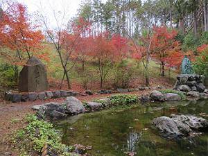白馬池と紅葉
