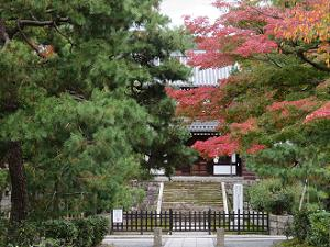 開山堂と紅葉