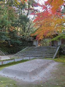 白沙段と紅葉と山門