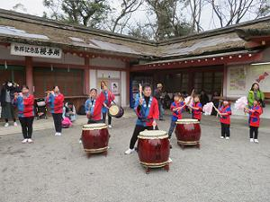 太鼓と笛の演奏