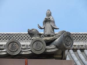 東の屋根の黄安