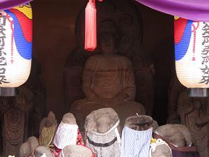 阿弥陀三尊の石仏