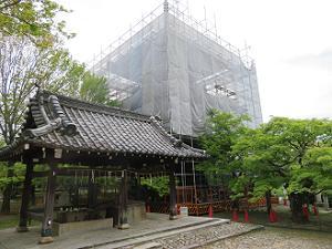 工事中の三重塔