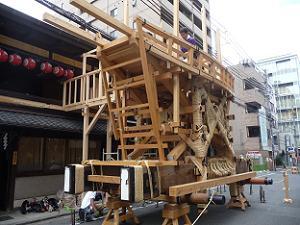 後祭の山鉾建て