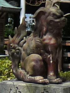 妙見堂の備前焼の狛犬