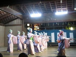 能舞台と小町踊