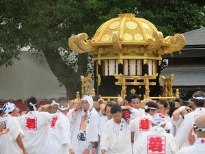 西御座の神輿の登場