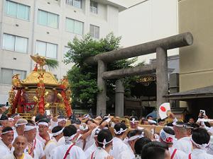 京都大神宮と中御座の神輿