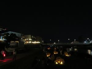 鴨川のほとりに並ぶ風鈴灯