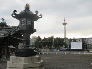灯籠と京都タワー