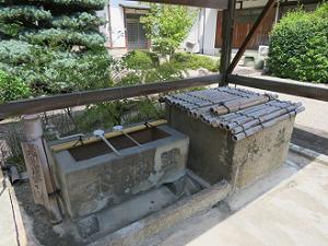 手水鉢と井戸