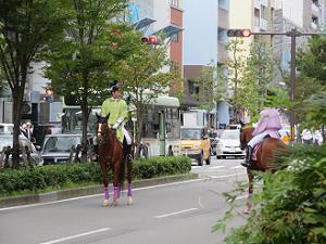 先頭の騎馬