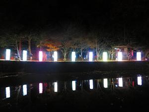 小倉池に映る大型行灯