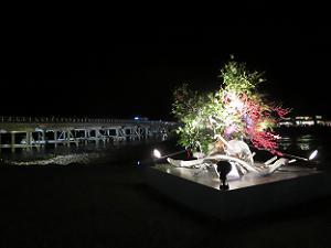 活花と渡月橋