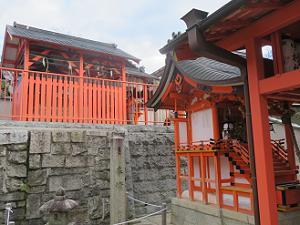 命婦稲荷神社(左)と玉光稲荷社(右)