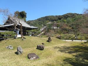 蓬莱式庭園と開山堂