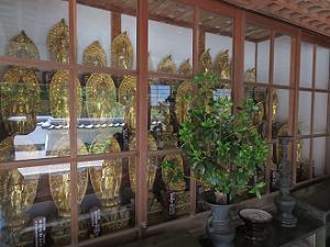 休息所の仏像