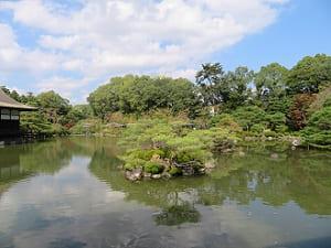 泰平閣から見る栖鳳池