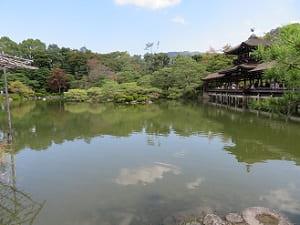 泰平閣と栖鳳池