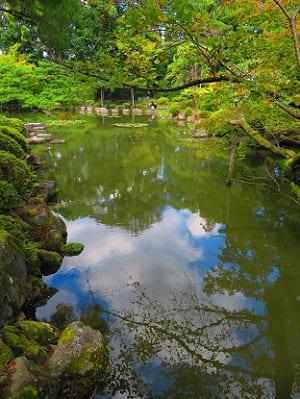 蒼龍池に映る秋空