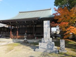 三菩薩堂と紅葉
