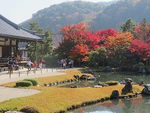 嵐山と曹源池