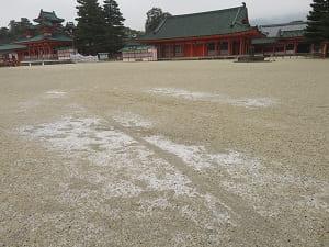 薄く残る雪