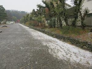 参道に残る雪