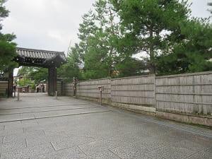 北門と建仁寺垣