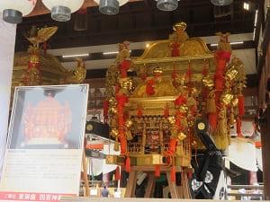 東御座の神輿