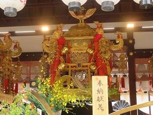 中御座の神輿