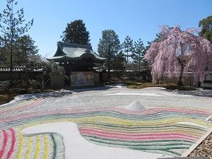 春の方丈前庭
