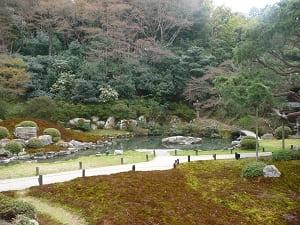 築山泉水庭